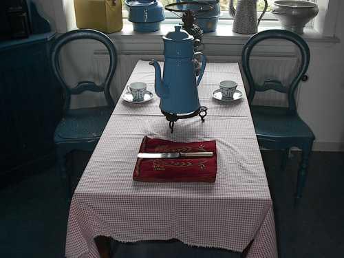 0654 køkkenbord og stole.jpg